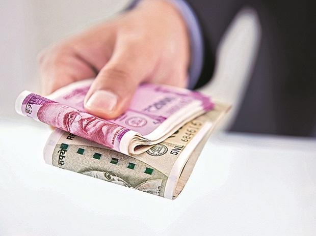 Cheaper oil, foreign flows a tailwind for rupee